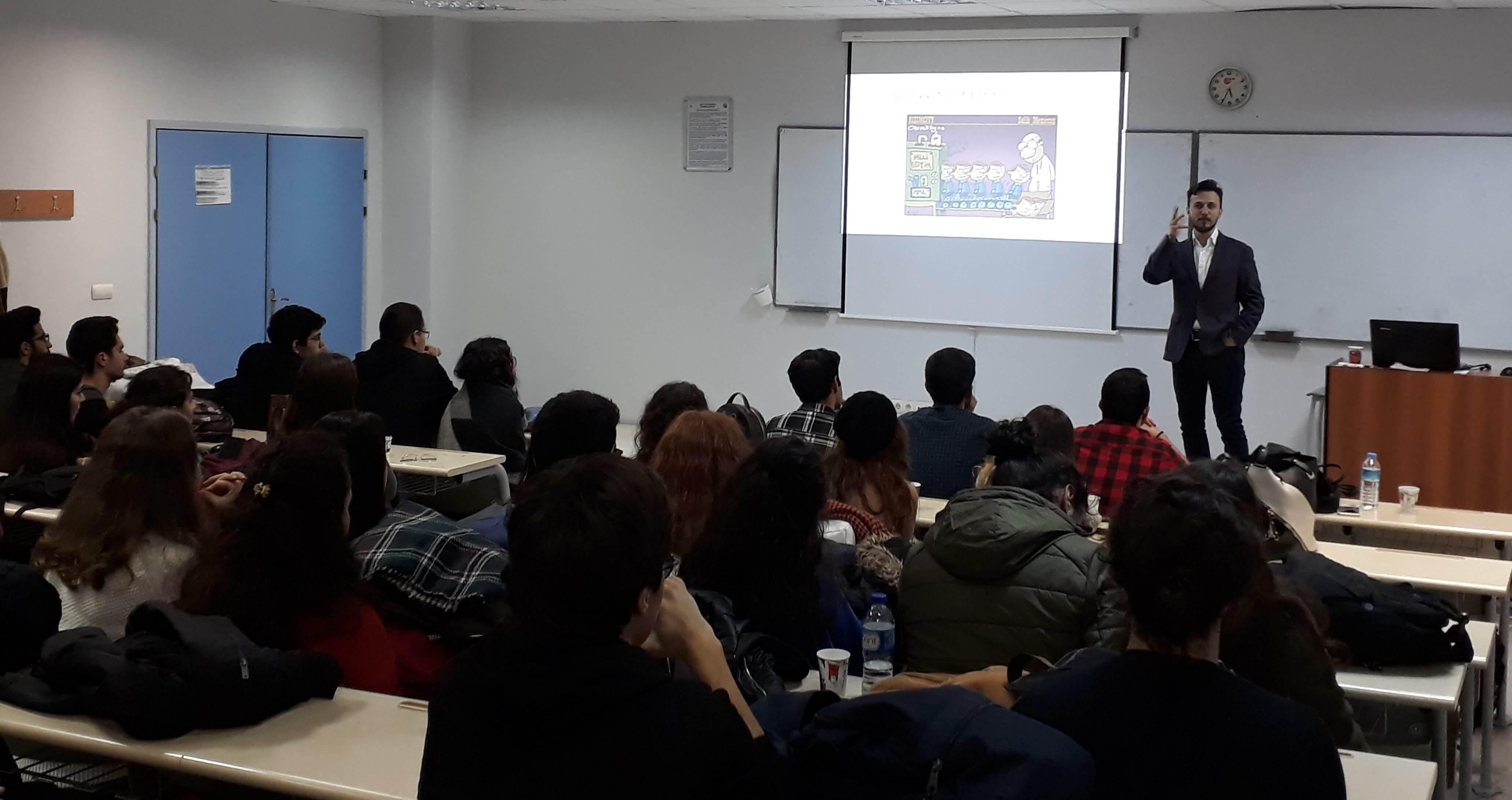 Üniversite Öğrencileri Geleceği E-ticarette Görüyor