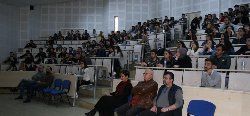 Üniversiteli gençlerin geleceği e-ticaret ile aydınlanmaya devam ediyor