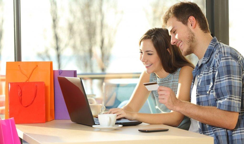 Çiftler Sevgililer Günü'nde e-ticareti seçti